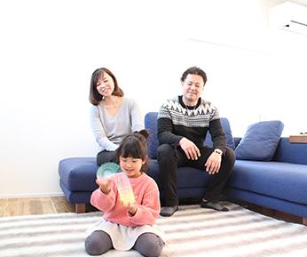 家族みんなが自然と集まって、楽しんだり安らいだりする場所 イメージ写真